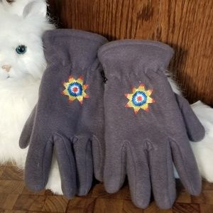 NWOT Gray gloves with sun design